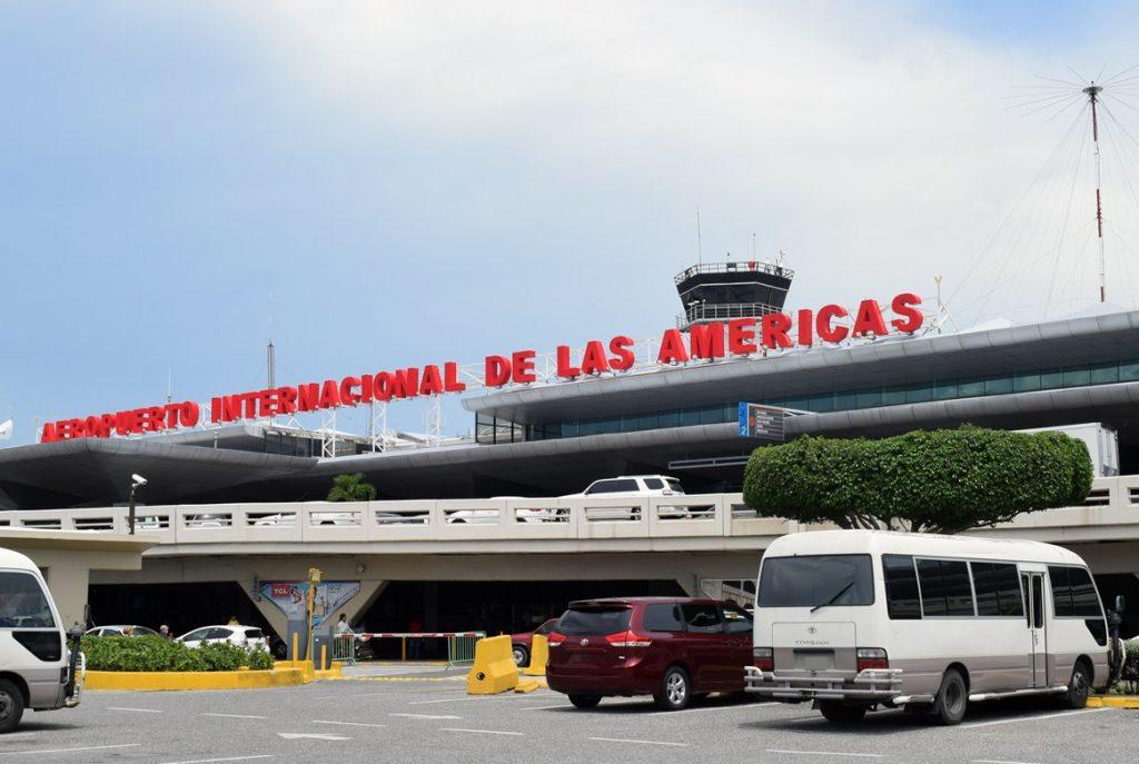 Más de 80 vuelos diarios de ida y vuelta llegan al aeropuerto de Las Américas