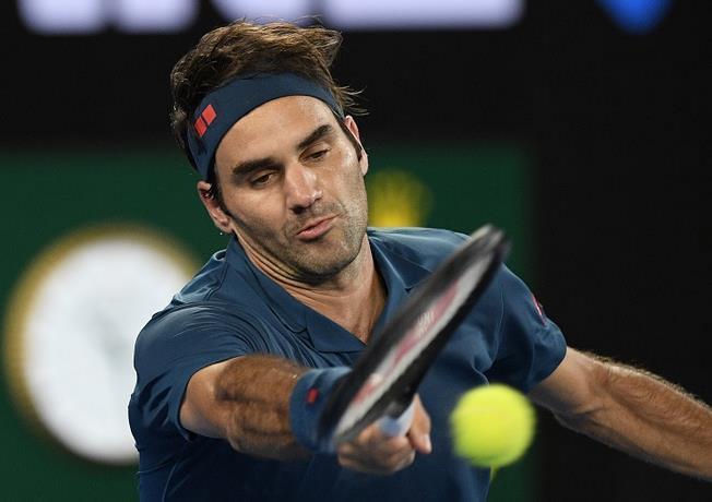 Federer avanza en el Abierto de Miami