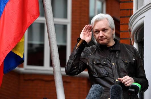 Reportes de vigilancia revelan cómo Assange transformó una embajada en un centro de operaciones para interferir en la elección de 2016 en EE.UU.