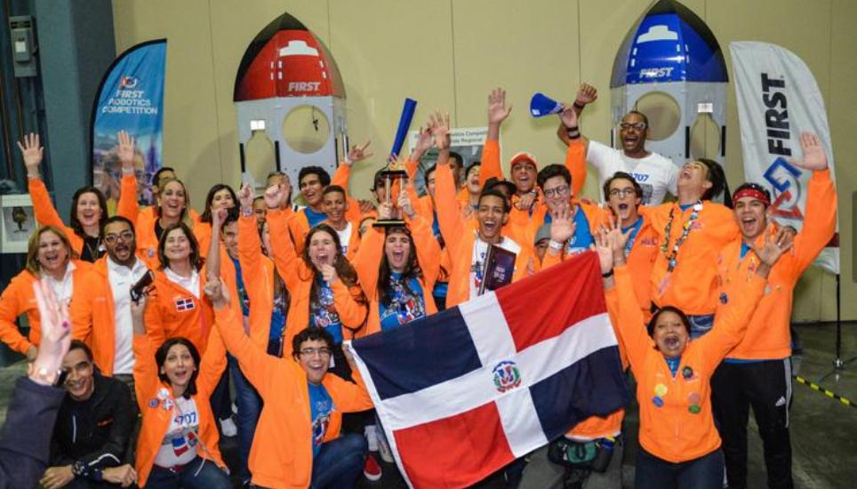 Dominicanos ganan competencia internacional de robótica en EE.UU