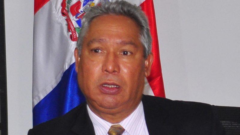 Danilo Medina destituye al ministro de Economía Isidoro Santana
