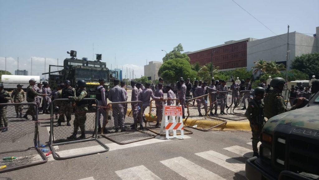 Pared Pérez ordena retirar miembros policiales y militares del Senado
