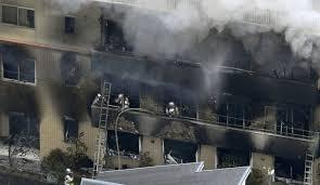 Al menos 25 muertos y decenas de heridos por incendio provocado en Japón