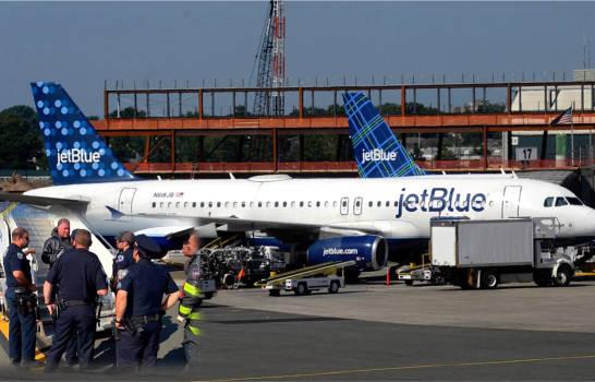 Desvían vuelo a República Dominicana por extraño hedor que causó mareos y vómitos en pasajeros