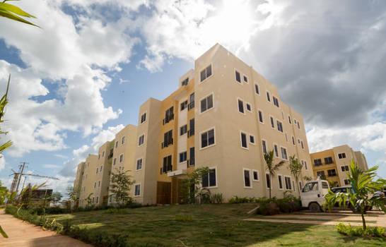 Presidente promulga ley que fija en 3.5 millones viviendas de bajo costo