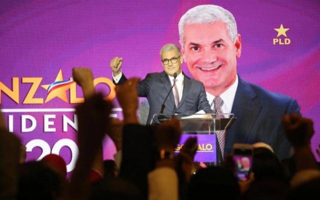 Gonzalo Castillo: el performance de un precandidato con aroma presidencial