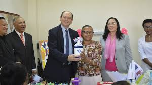 Embajador Israel visita a los adultos mayores