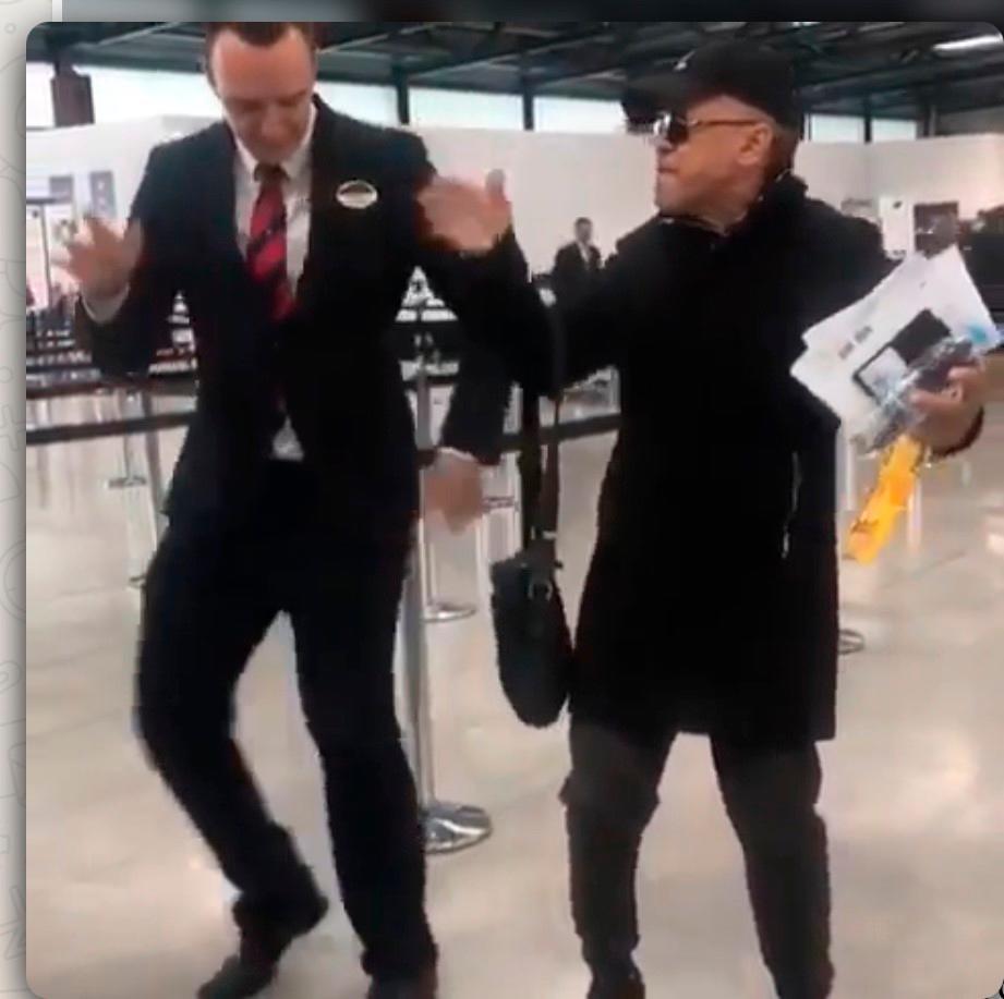 Rafa Rosario baila con fanático alemán que es loco con el swing de Los Rosario