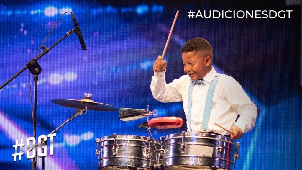 Niño que sorprendió en Dominicana's Got Talent recibe obsequio de Chiquito Timbal