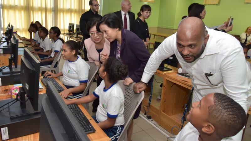Minerd y China acuerdan pasantías para estudiantes de excelencia de ambos países para fomentar aprendizajes