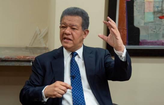 Leonel dice Gobierno hace bien ayudando los pobres con tarjetas Solidaridad