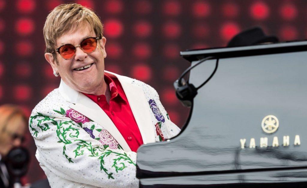 "Elton John revela que la cocaína lo convirtió en un ""monstruo"""