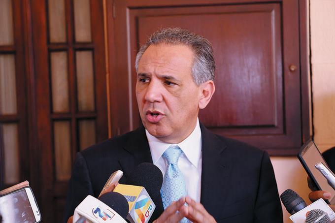 Peralta lamenta que Leonel esté «dispuesto a pactar con el PRM» solo para sacar al PLD del poder