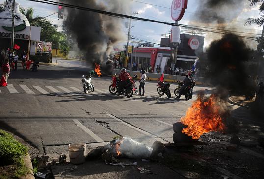 Estalla violencia al exigir renuncia de presidente hondureño