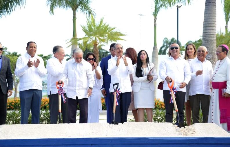 Presidente Medina inaugura primera etapa proyecto Higuey City Homes