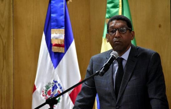 Viceministro de Economía que opoyó a Leonel Fernández hace pública su renuncia
