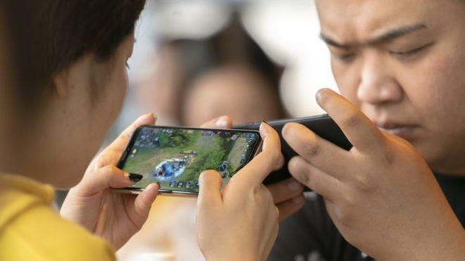 Adicción a los videojuegos: el toque de queda que impuso China a los menores