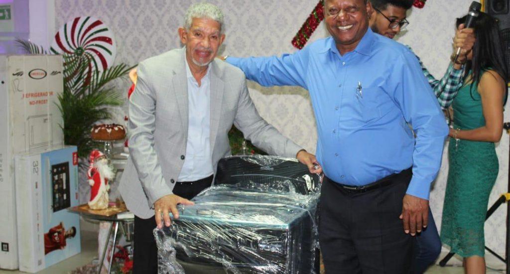 Gobernación de Santo Domingo festeja fiesta navideña a sus empleados