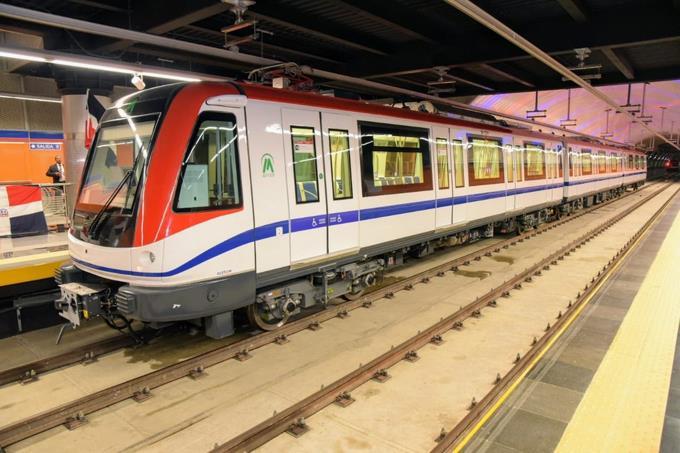 Hombre cae a los rieles del Metro, pero está fuera de peligro