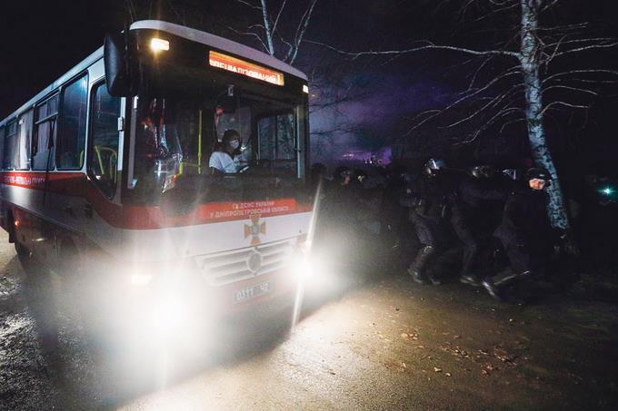 Destituyen al gobernador donde están los dominicanos y otros evacuados de Wuhan tras protestas