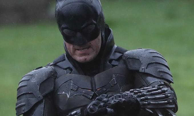 Filtrado el traje completo del Batman de Robert Pattinson