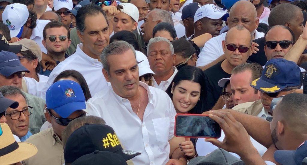 Luis Abinader y Leonel Fernández encabezan marcha por la democracia