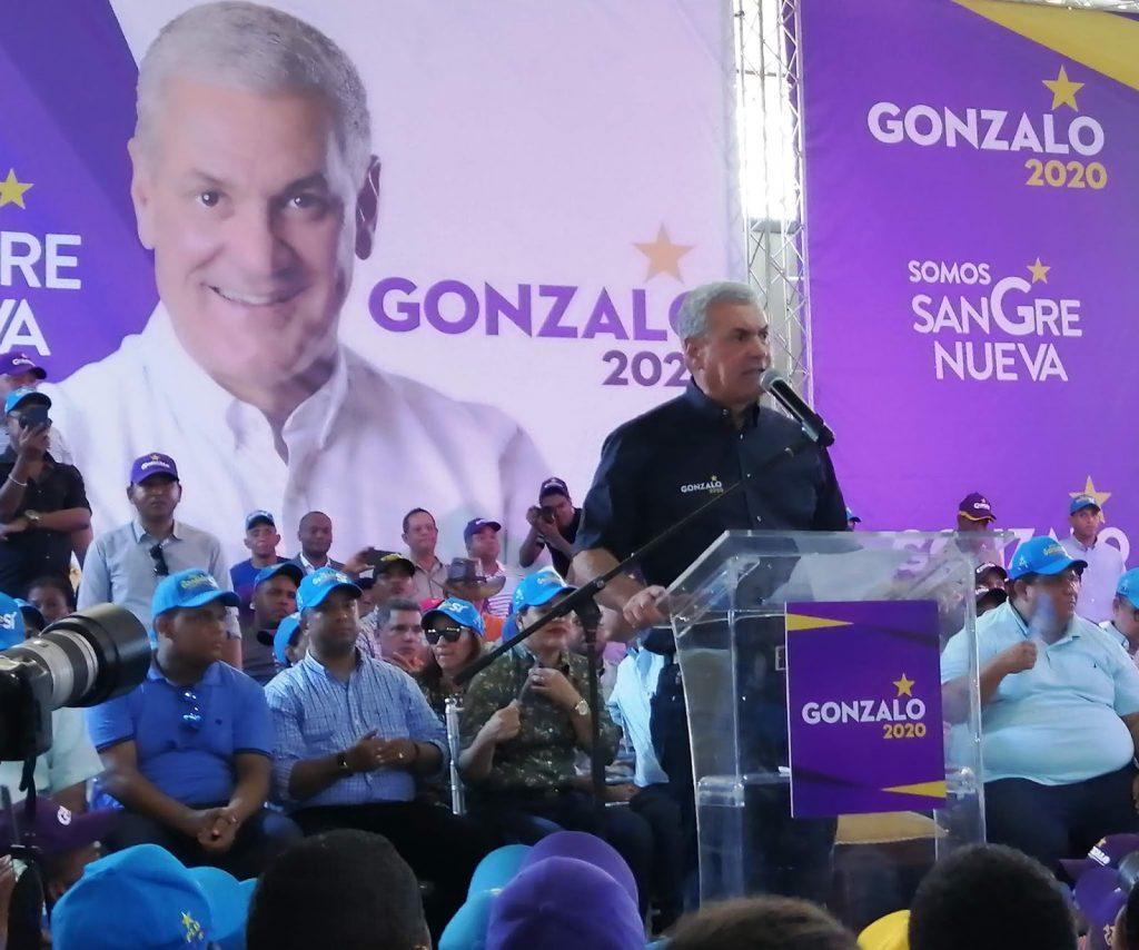 Gonzalo continúa dando su apoyo a candidatos en Azua