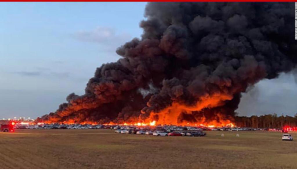 Voraz incendio en aeropuerto de Florida arrasó con más de 3,500 vehículos