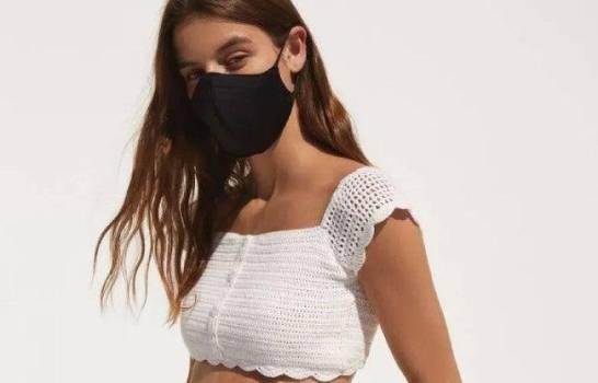 Bershka publica fotos de su nueva colección con sus modelos luciendo mascarillas