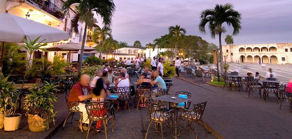 Restaurantes dominicanos podrían reabrir el próximo miércoles, en medio de un limbo sanitario