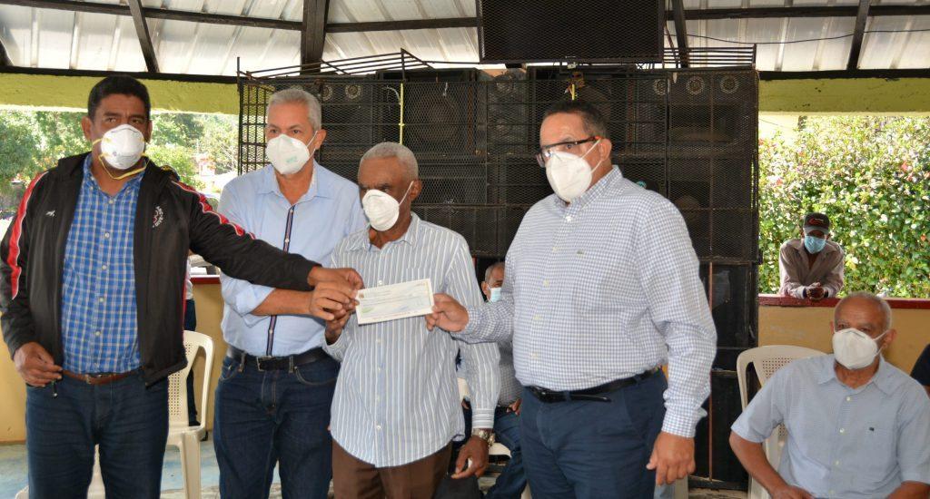 Gobierno entrega más RD$ 14 millones a productores de San José de Ocoa y San Cristóbal
