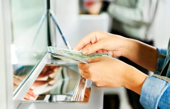 En abril, las ventas de dólares caen 23% en el mercado cambiario dominicano
