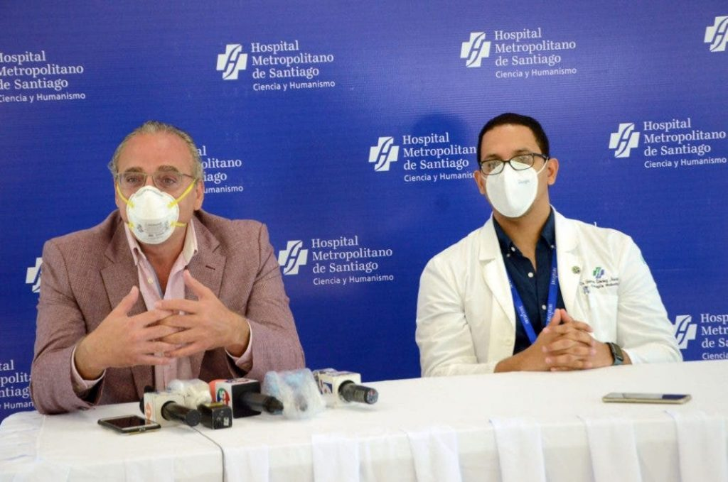 Médicos advierten colapso clínicas Santiago por covid