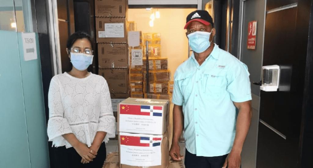 Embajada de China dona artículos de salud a Fedobe