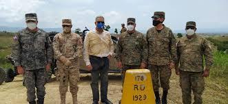 Ministro Defensa muestra puntos estratégicos de litoral fronterizo a futuras autoridades