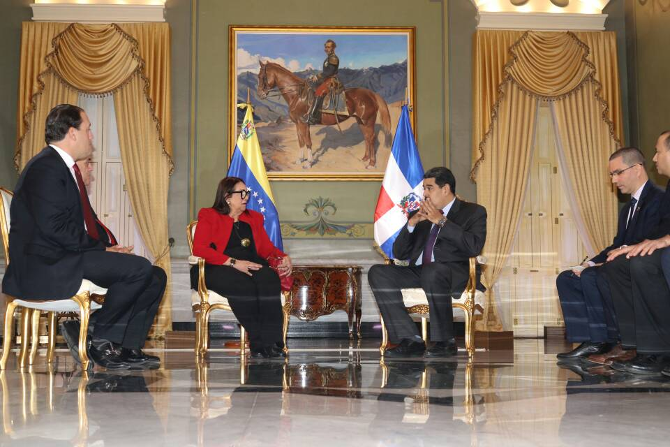 Abinader destituye a Mildred Guzmán como embajadora en Venezuela y a Luis González de relaciones con Asia y Oceanía