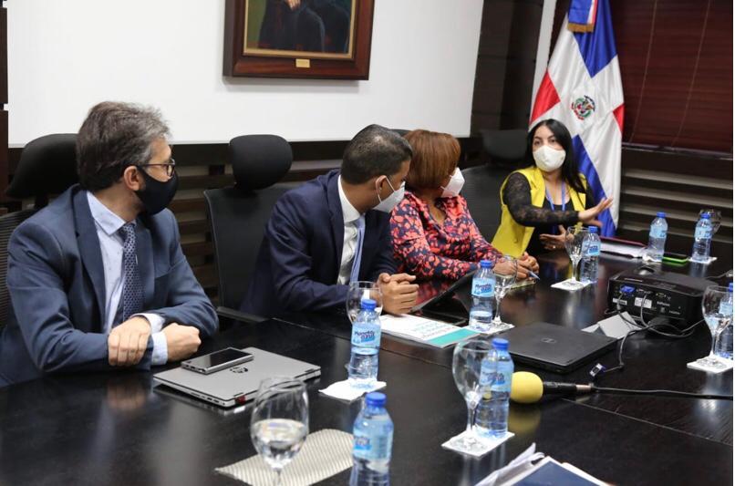 Directores regionales y distritales desmienten al ministro de educación Roberto Fulcar