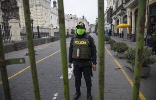Presidente de Perú enfrenta juicio político en plena pandemia
