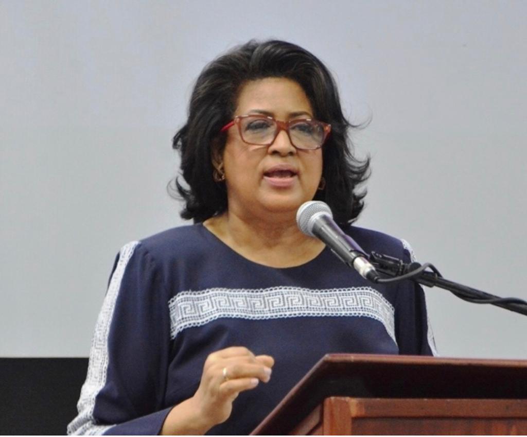 Cristina Lizardo saluda el entusiasmo de dirigentes del PLD en Congreso peledeísta