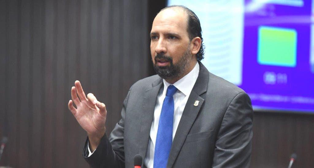 Jurista Henry Merán se postula para Defensor del Pueblo
