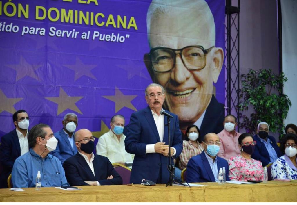 Danilo Medina califica de atropello el arresto de funcionarios del pasado gobierno