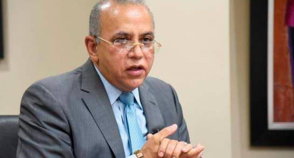 Plutarco Arias: Gobierno estudia declarar no laborables 24 y 31 diciembre; sugiere almuerzo y no cena en Nochebuena
