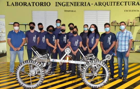 Falta de laboratorio afecta proyectos de liceo que obtuvo el premio de la NASA