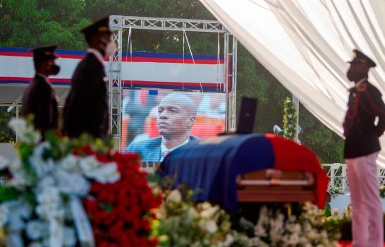 Protestas en el exterior del funeral de Jovenel Moïse deslucen su despedida