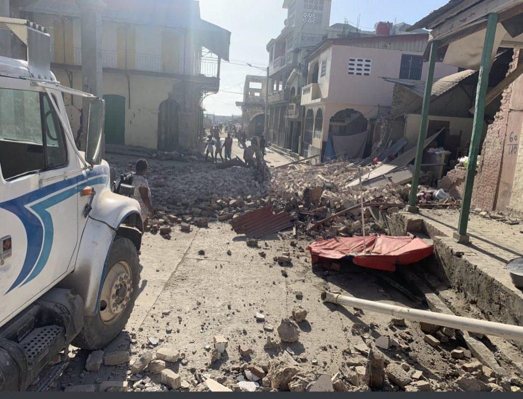 Haití busca sobrevivientes del sismo que mató 304 personas